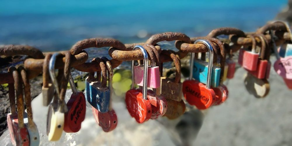 Russian love-lock fever