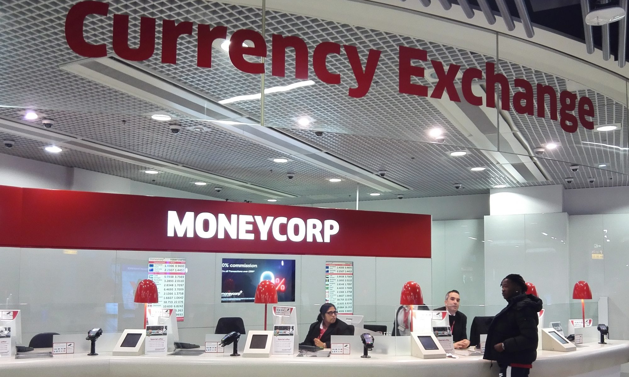 airport currency facilities