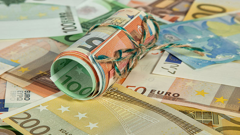 new-€100-and-€200-banknotes-enter-circulation-today-feature-image