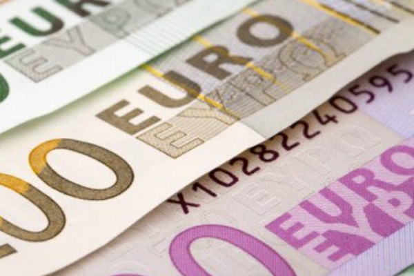 how-to-get-the-best-euro-exchange-rate-in-2021 euro notes image