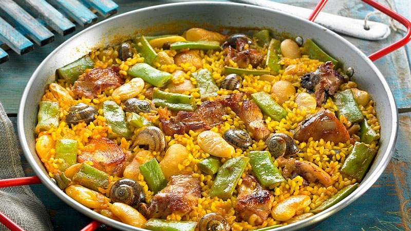 eat-your-favourite-holiday-destination-paella-image