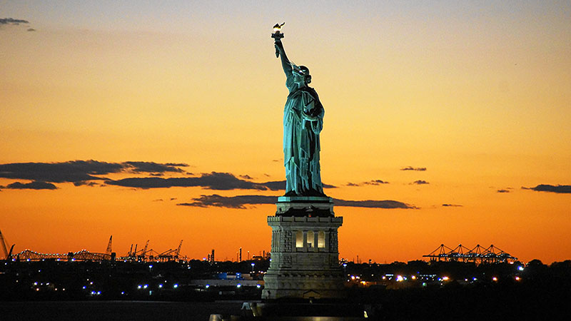travel-rules-for-the-USA-and-Canada-statue-of-liberty-image